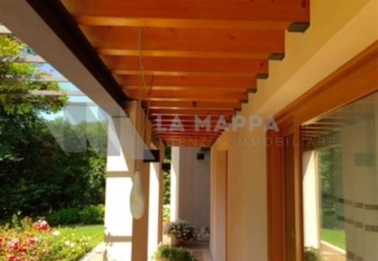 Villa in vendita a Montebelluna - Ampie metrature - La Mappa Agenzia immobiliare